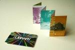 Druk wizytówek plastikowych może posiadać różnorakie modele