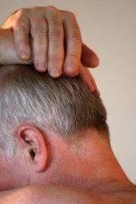 Jak skutecznie walczyć z łysieniem – parę metod, które najczęściej wykorzystują  zdesperowani panowie